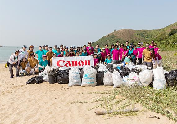 佳能義工隊年度海灘清潔服務 身體力行拯救環境
